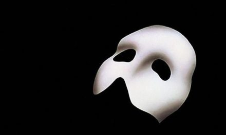 Upiór w Operze – He's there, the Phantom of the Opera!
